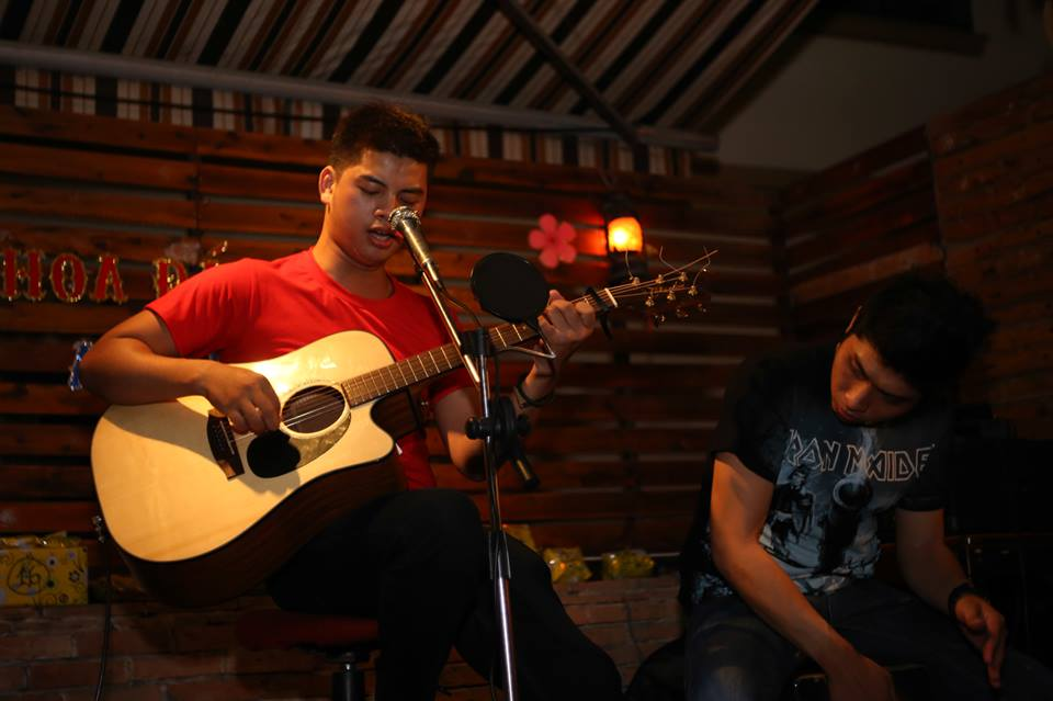 casi-guitarist Le Viet Dung